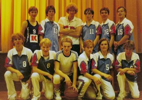 Eikelis juniorag i 1981. De dominerte yngre årsklasser og i løpet av 5-6 år hadde de en vinn/tap på 80/4 (ifølge Arnstein Friling). Legg spesielt merke til Nils Kristoffersens lett arrogante attitude øverst til høyre; det er vel sånn vinnere ser ut.