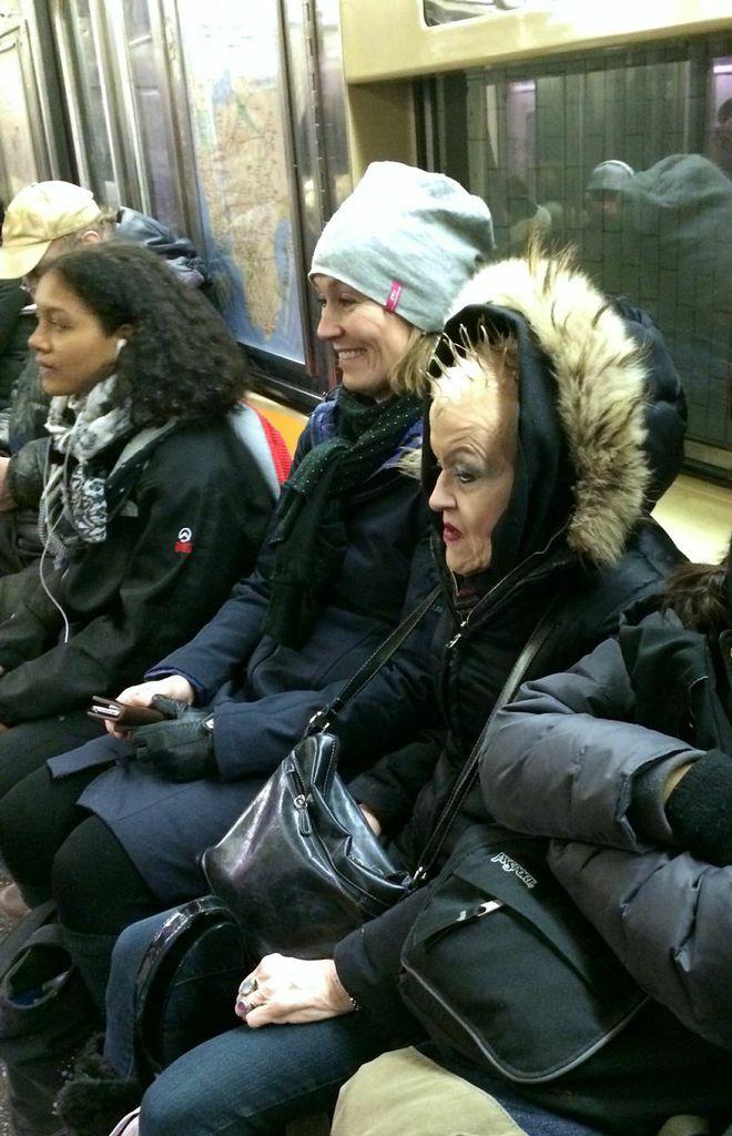 På subwayen i New York treffer du de underligste mennesker – også noen med alternative frisyrer...